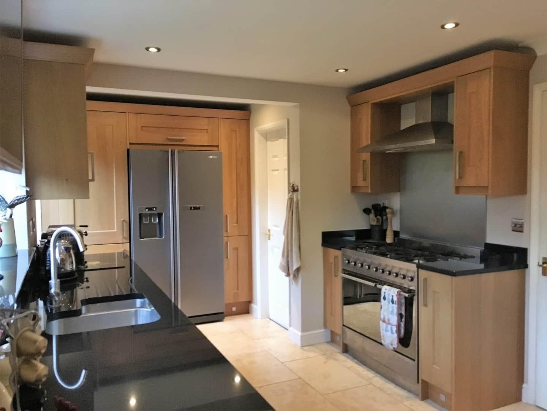 Lyndon Oak Kitchen & Nero Assoluto Granite Worktops | Precision ...