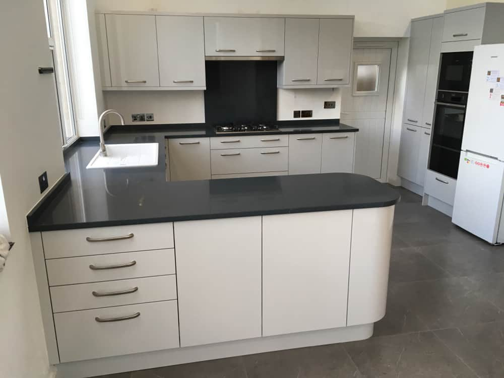 Light Grey Gloss Kitchen Amp Silestone Charcoal Soapstone